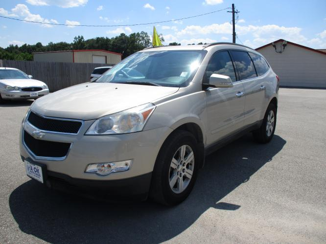 2011 Tan /Gray Cloth Chevrolet Traverse (1GNKRGEDXBJ) with an 3.6L V6 DOHC 24V engine, 6-Speed Automatic transmission, located at 23980 F.M 1314, Porter, TX, 77365, (281) 354-3355, 30.104134, -95.249527 - Photo #0