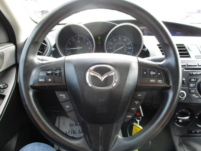 2013 Mazda MAZDA3 i Sport 4-Door (JM1BL1U70D1) with an 2.0L L4 DOHC 16V engine, located at 23980 F.M 1314, Porter, TX, 77365, (281) 354-3355, 30.104134, -95.249527 - Photo #5