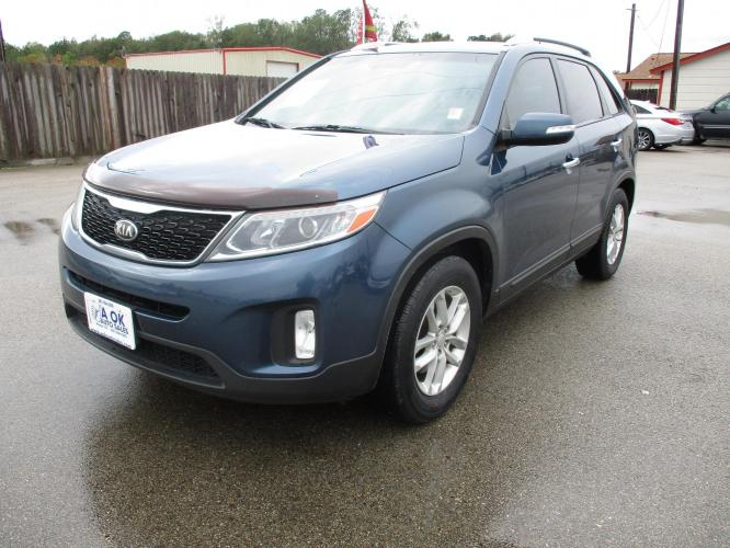 2014 Kia Sorento LX 2WD (5XYKT4A63EG) with an 2.4L L4 DOHC 16V engine, 6-Speed Automatic transmission, located at 23980 F.M 1314, Porter, TX, 77365, (281) 354-3355, 30.104134, -95.249527 - Photo #0